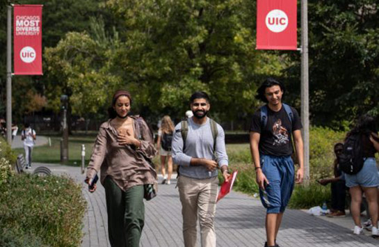 UIC students arriving for classes